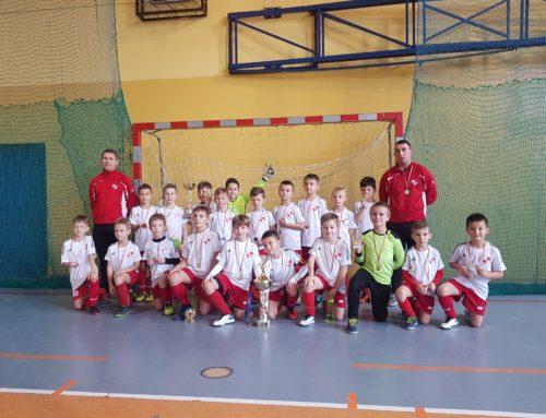 Żaki Starsze (r. 2011) podwójnie na podium Kmita Cup.